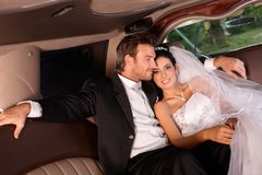 在婚礼日的愉快的夫妇 图库摄影