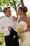 在婚礼日的美好的夫妇 免版税库存图片