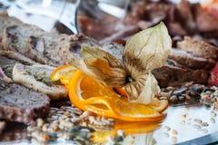 在婚礼桌上的肉开胃菜 免版税库存图片