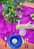 在婚礼桌,在土气样式装饰的设置上的细节 星期三 库存照片