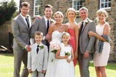 在婚礼的家庭小组 库存照片