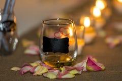 在婚礼的灼烧的蜡烛 免版税库存照片