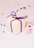 在婚礼的礼物盒 免版税库存图片