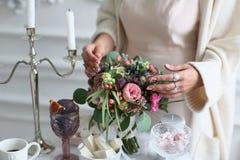 在婚礼自助餐桌上的成熟无花果 图库摄影
