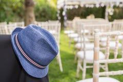 在婚礼以后的人的帽子 库存图片