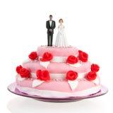 在婚宴喜饼顶部的混杂的夫妇 免版税库存照片
