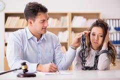 在婚姻离婚概念的年轻家庭 库存照片