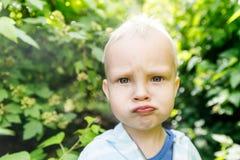 在婴儿` s视图、混乱和愤怒的情感在儿童` s视图 图库摄影
