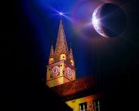 在媒介罗马尼亚的尖沙咀钟楼 免版税图库摄影