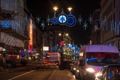 在子线,伦敦英国的圣诞节装饰 免版税库存图片