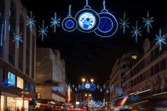 在子线,伦敦英国的圣诞节装饰 免版税库存照片