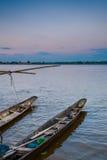 在孔河,泰国的地方longtail小船 库存照片