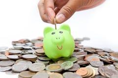 在存钱罐下的硬币 免版税库存照片