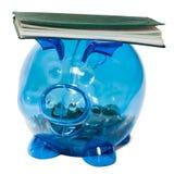 在存钱罐平衡的支票簿 库存照片