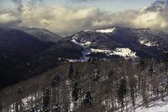 在孚日省山法国- 12月201的冬天风景 免版税库存图片