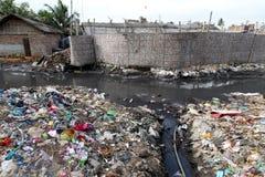 在孟加拉国的哈扎里巴格皮革厂的污染 库存照片