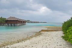 在季风季节期间的Maldivian海岛度假村 免版税库存图片