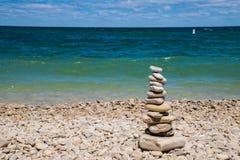 在学校房子海滩的被堆积的石头 免版税库存照片