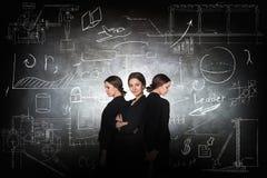 在学校粉笔板背景的女实业家 库存照片