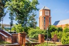 在学院校园的现代和历史的建筑学 库存照片