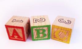 在学龄前孩子木块的信件ABC 库存图片