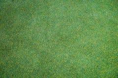 在孩子的和运动场使用的橡胶处理的涂层背景绿色和黄色 图库摄影