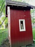 在孩子红色堡垒之外 免版税库存照片