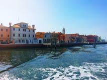 在它的途中的一个小海岛城市向威尼斯 意大利 免版税图库摄影