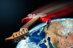 在宇宙空间的红色电吉他飞行 库存图片
