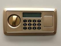在安全箱银行的安全锁代码门,安全特写镜头、保护、安全锁、银行业务和财务,存金钱,安全秘密 库存照片