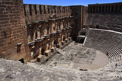 在安塔利亚,考古学背景打开老圈子剧院Aspendos。修建由希腊建筑师Eenon在时间 免版税图库摄影