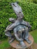 在安妮哈撒韦的村庄的雕塑 免版税库存照片