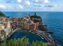 在安排海运旅游spezia的terre附近的cinque著名意大利la变化vernazza 免版税库存图片