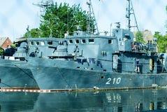 在安排323分部的矿拖网渔船 免版税库存图片