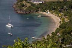 在安提瓜岛的小海湾 免版税库存图片