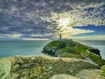 在安格尔西岛,威尔士英国的南堆灯塔 免版税库存图片