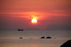 在安达曼海,泰国的日落 免版税图库摄影