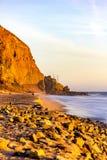 在完全美好的日落的马利布海滩- 库存照片