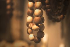 在宏指令的木小珠 免版税库存图片