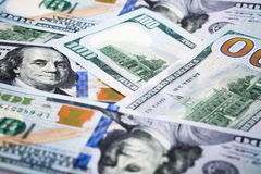 在宏观透镜的特写镜头射击几百美元钞票 免版税图库摄影