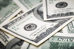 在宏观透镜的特写镜头射击几百美元钞票 免版税库存照片