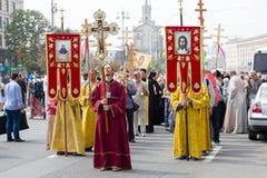 在宗教队伍期间的教区居民乌克兰东正教莫斯科主教的职位 基辅,乌克兰 免版税库存图片