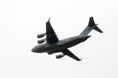 在定点飞越的C-17 Globemaster荣誉国庆节的在加拿大 免版税库存照片