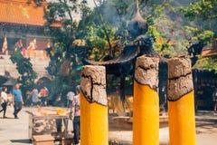 在宝莲寺的灼烧的香火 免版税图库摄影