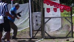 在实用射击的实践训练期间供以人员火步枪