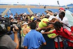 在实践以后的五次全垒打冠军玛丽亚・莎拉波娃签署的题名的美国公开赛2015年 免版税库存照片