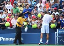 在实践以后的全垒打冠军安迪・罗迪克签署的题名的美国公开赛2012年在比利・简・金国家网球中心 免版税库存图片
