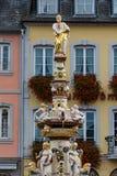 在实验者主要市场上的圣伯多禄的喷泉  库存图片