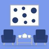 在客厅内部的茶时间与扶手椅子、桌、茶壶和杯子 库存照片