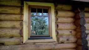 在客舱木屋的玻璃窗反射 影视素材